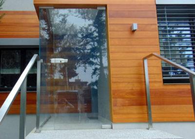 Drzwi w zabudowie szklanej