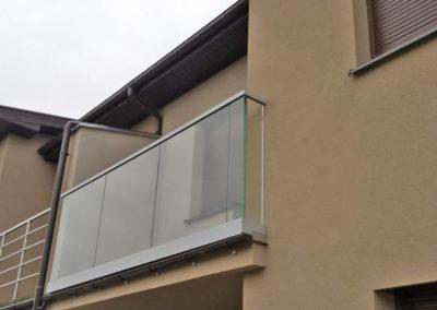 Balustrady szklane w profilu aluminiow