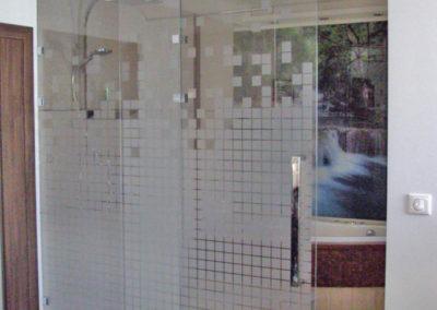 Drzwi szklane z grafiką na szkle