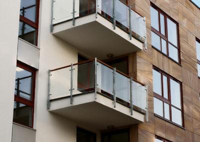 Balustrady szklane na słupkach