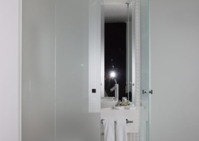 Drzwi szklane bezościeżnicowe