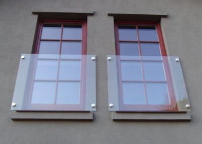 Balustrady mocowane punktowo ze szkła